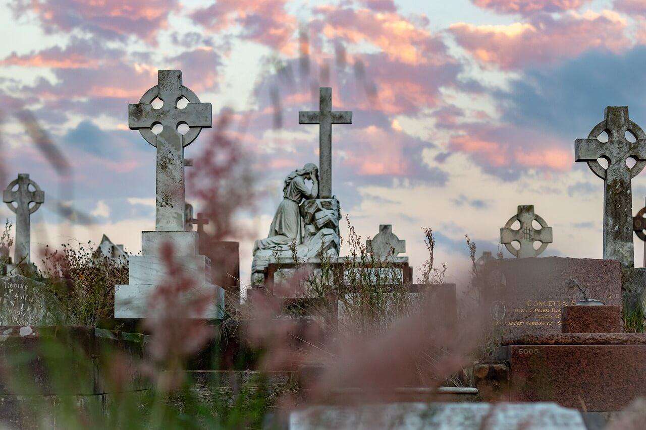 ostatnia droga na cmentarz